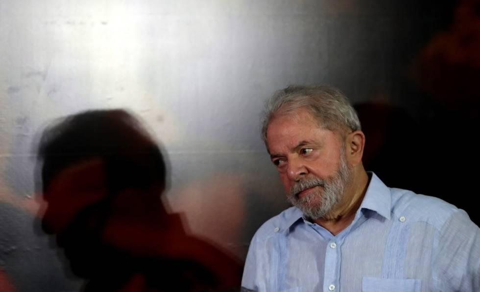 Lula ao lançar sua pré-candidatura à presidência, em São Paulo.