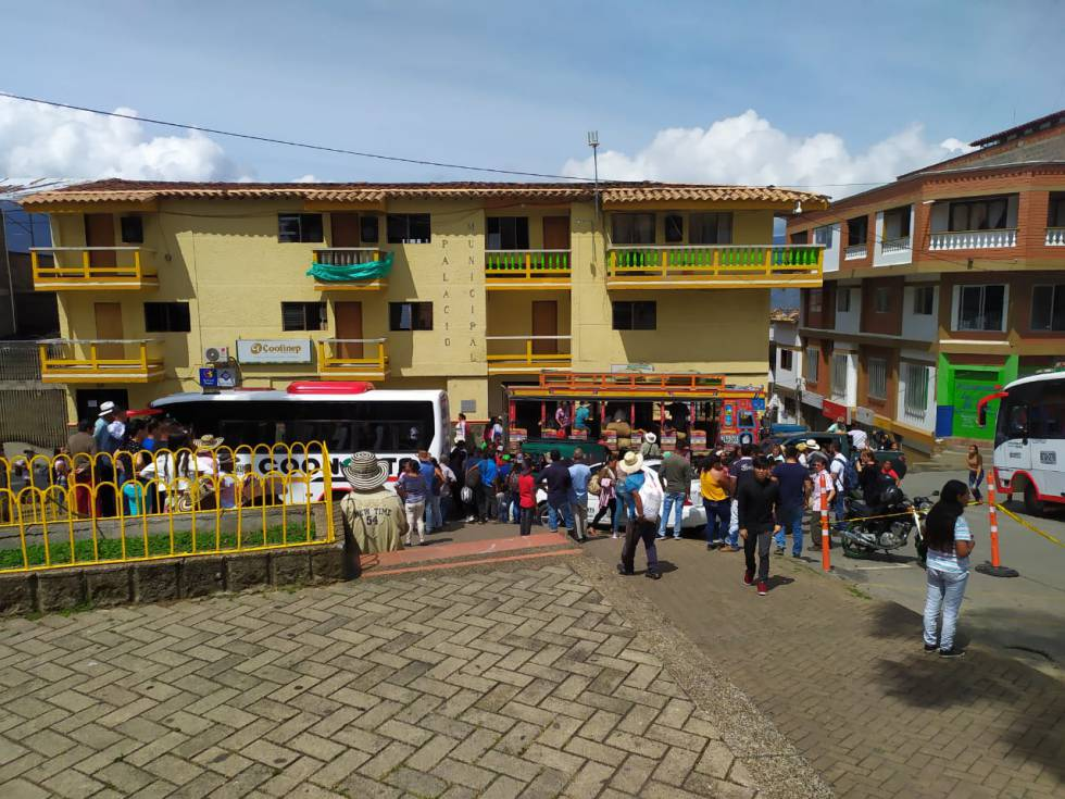 Un grupo de los 815 desplazados en Ituango, Antioquia. CORTESÍA CCEEU