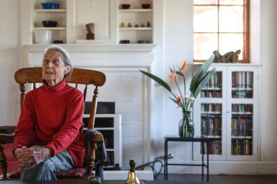 A escritora Nadine Gordimer, em sua casa de Joanesburgo.