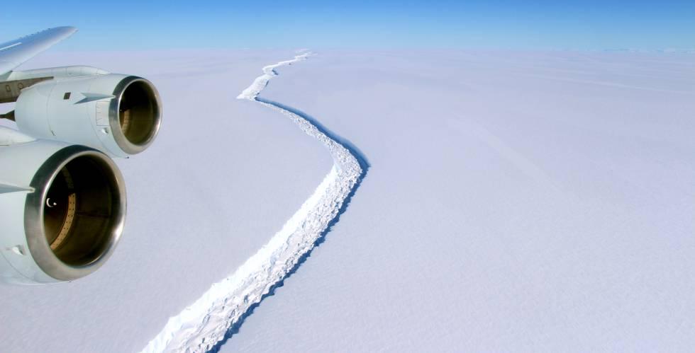 A fenda na barreira de gelo Larsen C cresceu significativamente ao longo das últimas semanas.