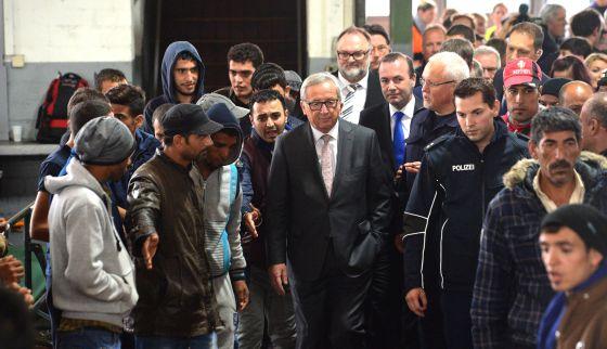 Jean-Claude Juncker visita centro de registro de estrangeiros.