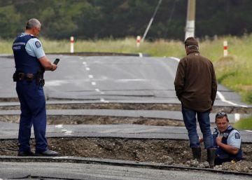 Duas pessoas morreram e a maior parte da infraestrutura das ilhas está danificada
