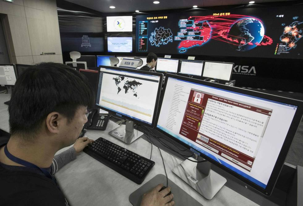 Um funcionário do Centro de Segurança em Internet da Coreia do Sul realiza um rastreamento do vírus.
