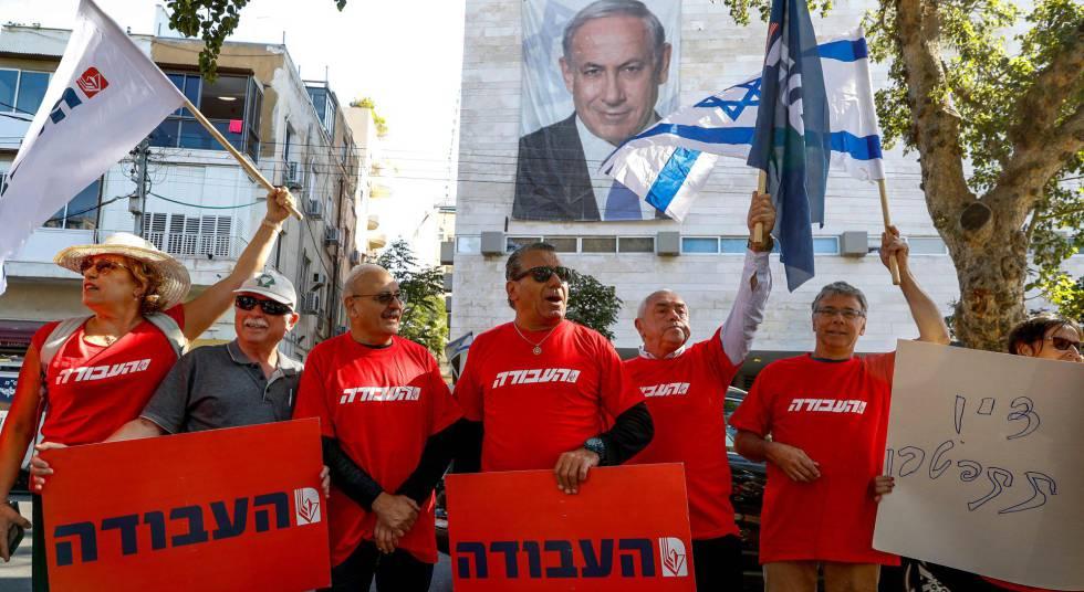 Protesto pedindo a renúncia de Netanyahu na sexta-feira, em Tel Aviv.