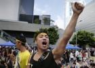 Os manifestantes ameaçam ocupar prédios públicos caso Leng não se demita. Pequim opta pela tática de esperar e ver, ainda que tenha detido várias pessoas solidárias com os estudantes