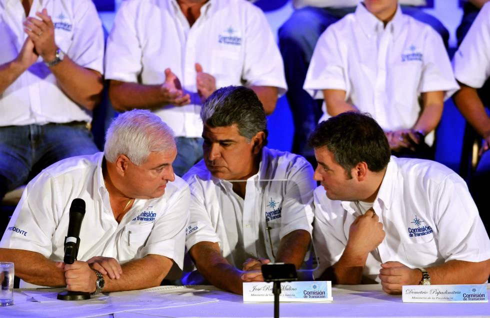 Da esquerda para a direita: o ex-presidente do Panamá Ricardo Martinelli com os ex-ministros José Raúl Mulino (Governo e Justiça) e Demetrio Papadimitriu (Presidência)