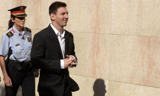 Messi ao chegar ao fórum de Gavá, em 2013.