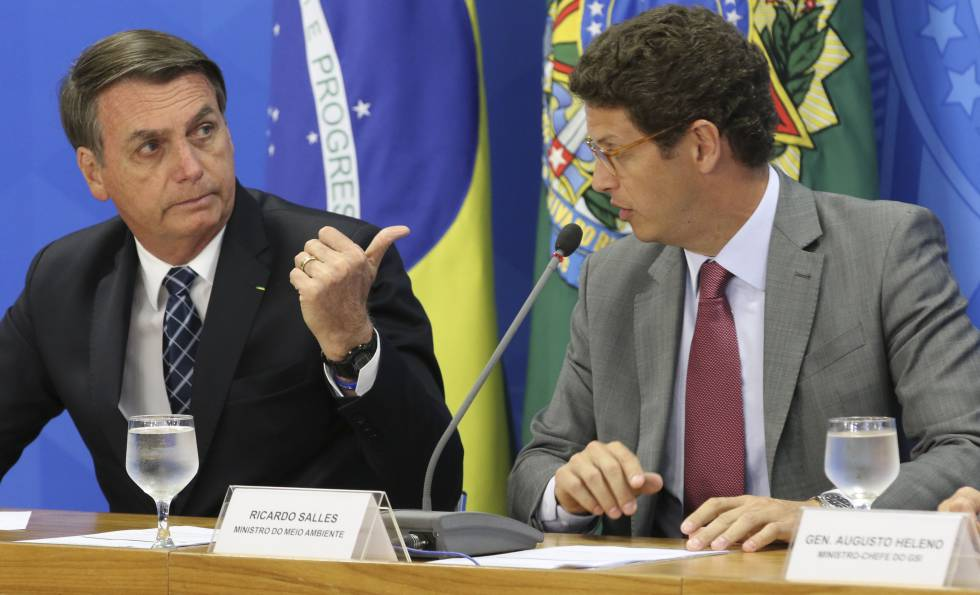 Bolsonaro e o ministro do Meio Ambiente, Ricardo Salles, falam sobre os dados do desmatamento divulgados pelo Instituto Nacional de Pesquisas Espaciais (Inpe).