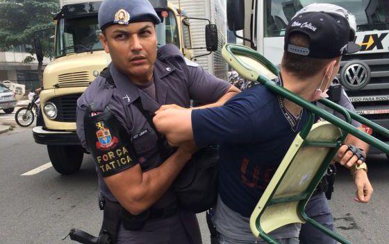 Estudante menor de idade é detido em manifestação em SP.