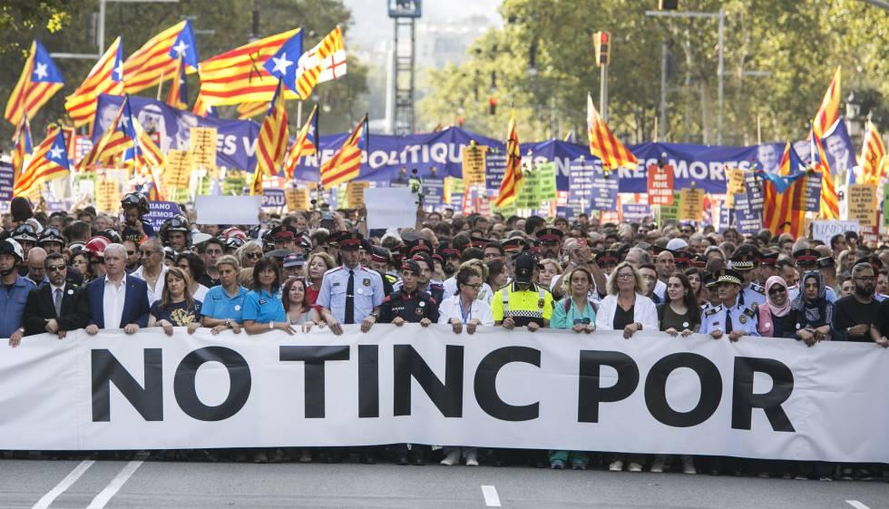 Sob o lema 'Não tenho medo', milhares marcharam em Barcelona neste sábado.