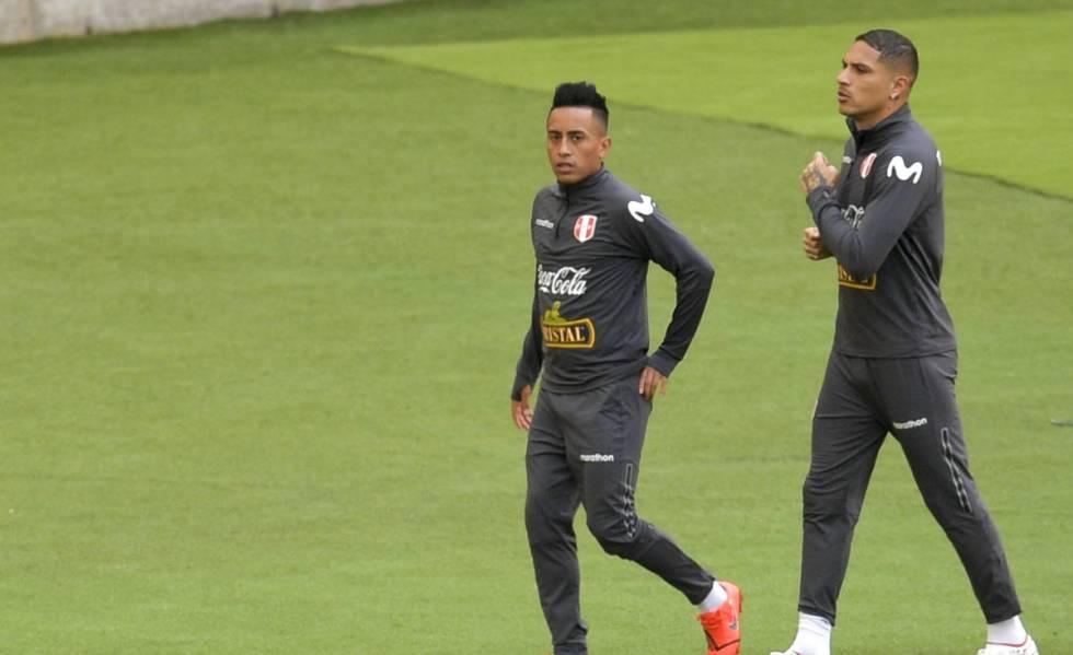 Cueva e Guerrero treinam pela seleção peruana.