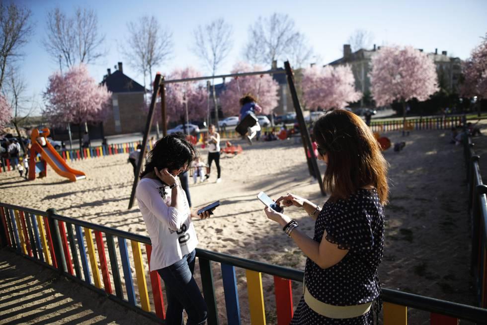 O uso do celular e de tablets por crianças é um dos principais temas das notícias falsas relacionadas à educação.