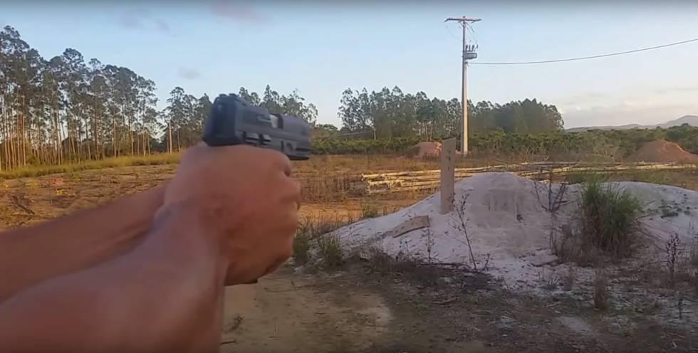 Teste com a pistola 24/7, que apresentou uma série de defeitos.