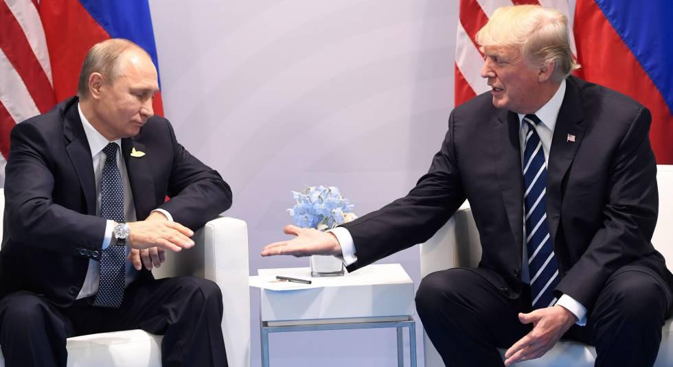 Os presidentes da Rússia e dos EUA, Putin e Trump, se cumprimentam na cúpula do G20 de julho de 2017 na Alemanha.