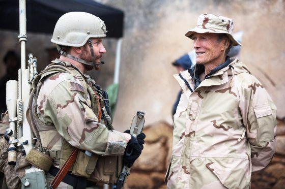 """Bradley Cooper e Clint Eastwood, na filmagem de """"Sniper Americano"""""""