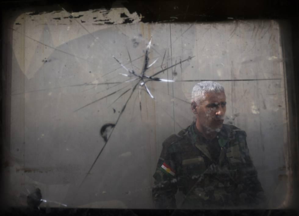 Um peshmerga na base de Majmur, na quarta-feira.