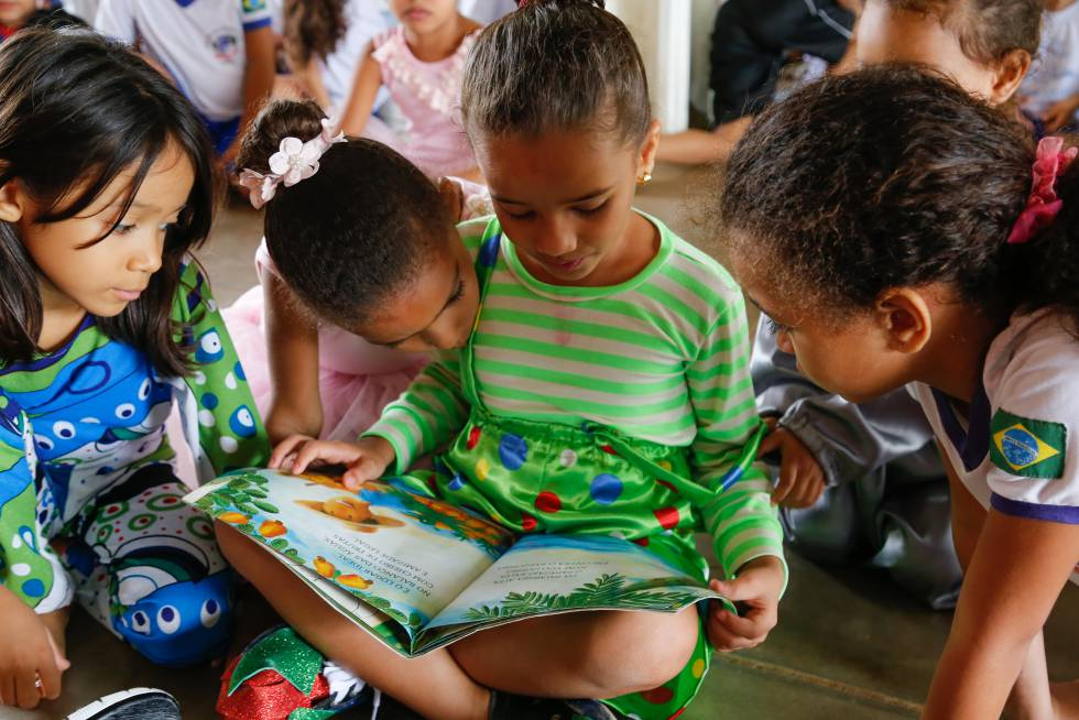 Alunas da escola de educação infantil Professor Balduíno Barbosa de Deus.