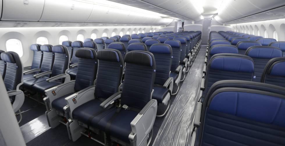 A cabine de um avião de United Airlines