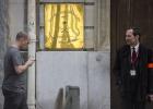 Um grupo armado roubou cerca de 755.000 reais e documentos diplomáticos em um assalto, segundo fontes policiais