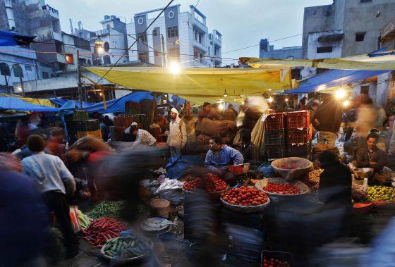 Um mercado de verduras, na cidade de Déli.