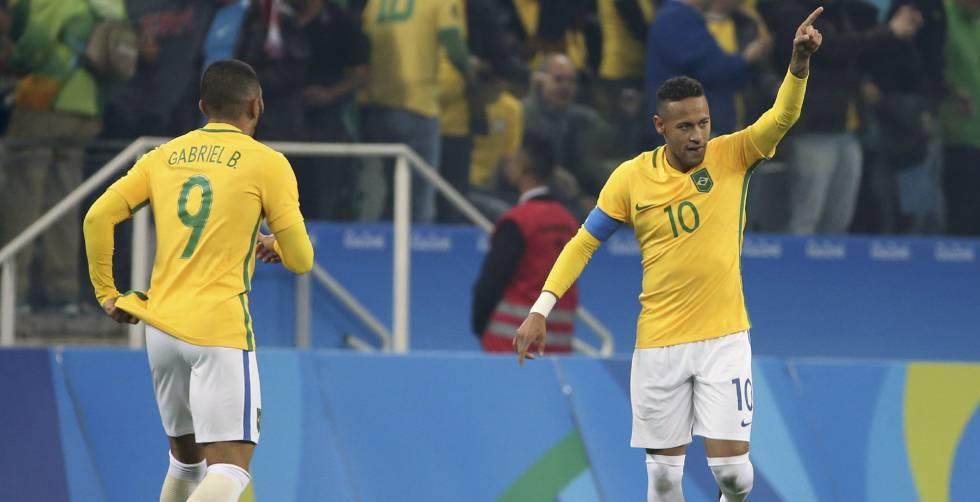 Neymar comemora gol do Brasil contra a Colômbia.