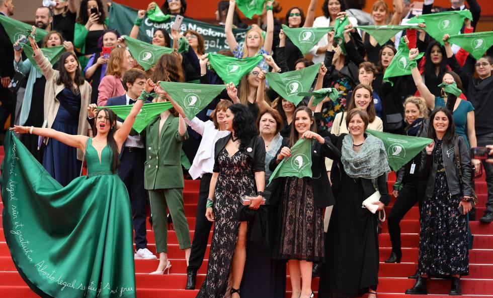 Protesto em Cannes de ativistas argentinas pela despenalização do aborto em seu país, no sábado passado.