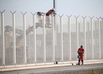 Barreira dupla de quatro metros servirá para impedir a entrada numa rodovia