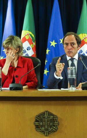 O vice-primeiro ministro português, Paulo Portas, e a ministra de Finanças portuguesa, María Luis Albuquerque.