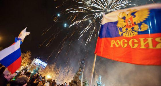 Celebração em Sebastopol pelo resultado do referendo de domingo.