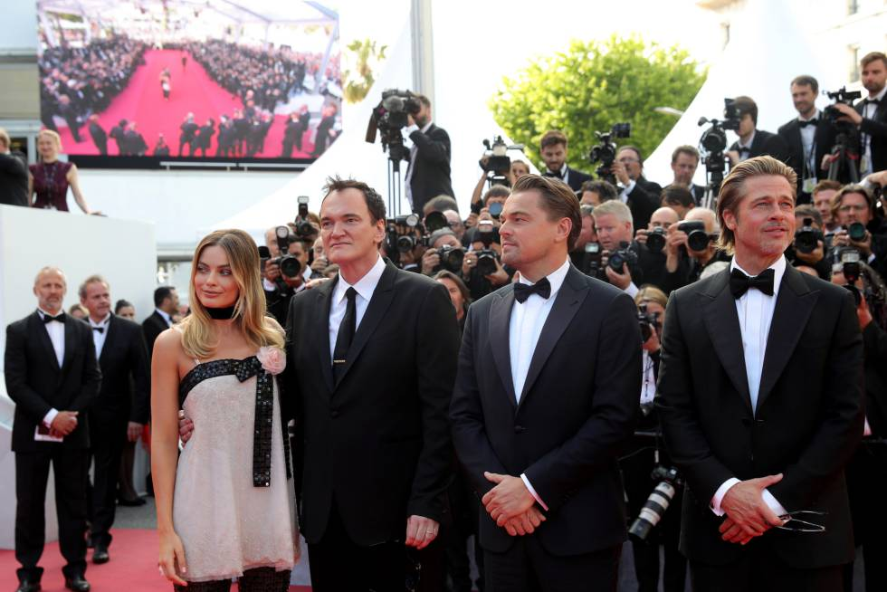 """Margot Robbie, Quentin Tarantino, Leonardo DiCaprio e Brad Pitt na projeção de gala de """"Era Uma Vez... Em Hollywood""""."""