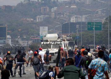 Com o apoio de um grupo de militares, Juan Guaidó convocou a população às ruas para tentar acabar o regime de Nicolás Maduro
