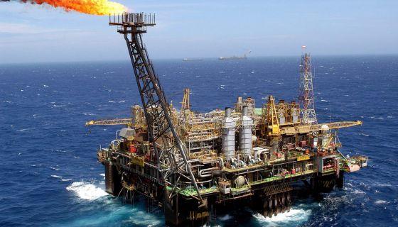 Plataforma marítima da Petrobras em águas fluminenses.