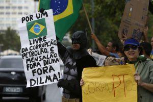 GRUPOS DE DERECHAS PROTESTAN EN BRASIL EN CONTRA DEL GOBIERNO DE ROUSSEFF