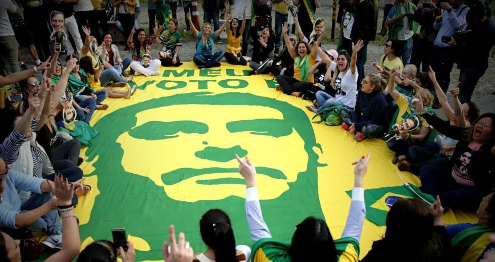 Eleitores do Bolsonaro reunidos em frente ao hospital Albert Einsten, 16 de setembro.