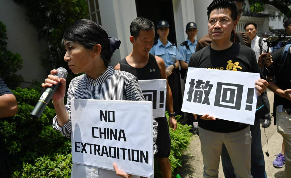 Manifestantes em Hong Kong contra o projeto de lei de extradição.