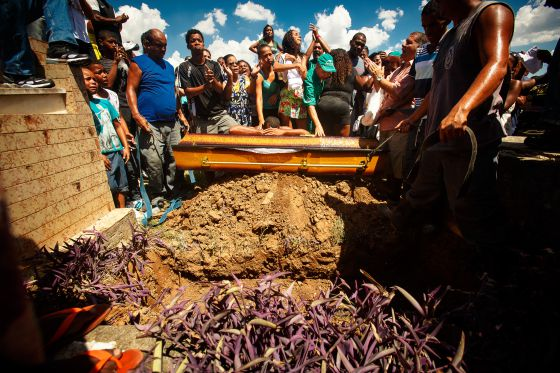 Enterro de Claudia Silva Ferreira, no Rio.