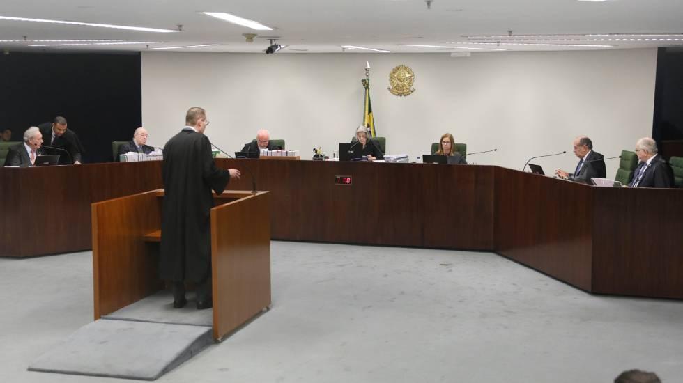 O advogado de defesa Cristiano Zanin defende a soltura do ex-presidente Lula, durante a sessão da Segunda Turma do STF nesta terça-feira.