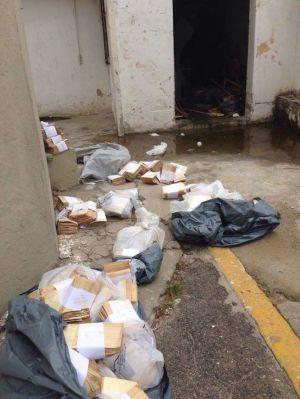 Fichas de óbito encontradas em sacos plásticos na garagem do Hospital Central Do Exército, no Rio de Janeiro.