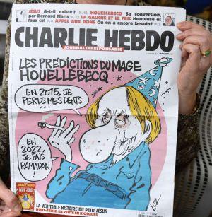 Último número da revista, publicado em 7 de janeiro, com uma caricatura do escritor Michel Houellebecq.