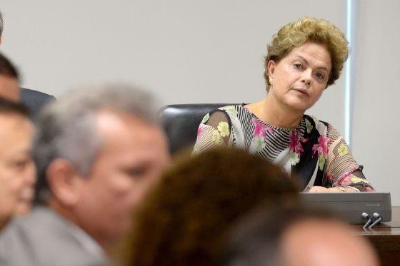 Rousseff em reunião com aliados no Palácio do Planalto no dia 4.