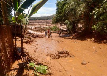 Ao menos 200 pessoas estão desaparecidas após avalanche de lama e rejeitos atingir a comunidade Vila Ferteco. Presidente Bolsonaro diz que tragédia podia ter sido evitada