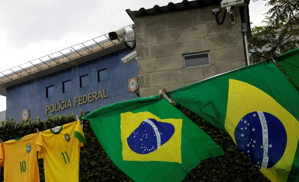 Superintendência da Polícia Federal em Curitiba no dia da prisão de Lula.