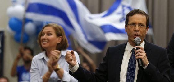 Isaac Herzog e Tzipi Livni na terça-feira durante um ato de campanha em Beersheba.