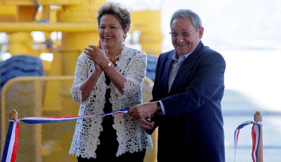 Dilma Rousseff e o presidente cubano, Raul Castro.