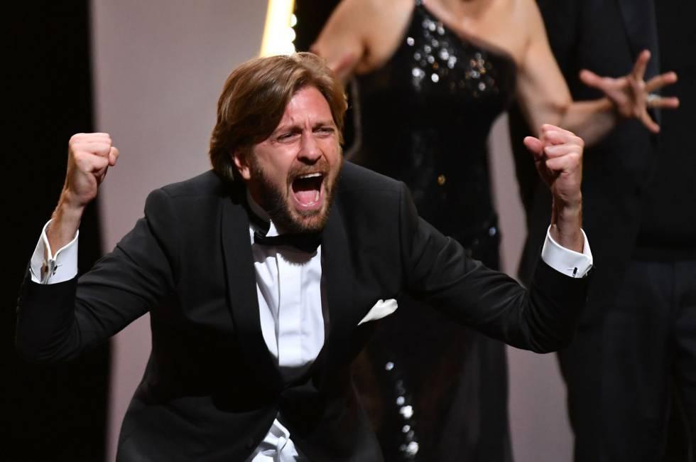 O diretor sueco Ruben Östlund, após receber a Palma de Ouro do Festival de Cannes.