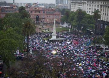Brutal assassinato da adolescente Lucía Pérez gera greve de uma hora e grande mobilização