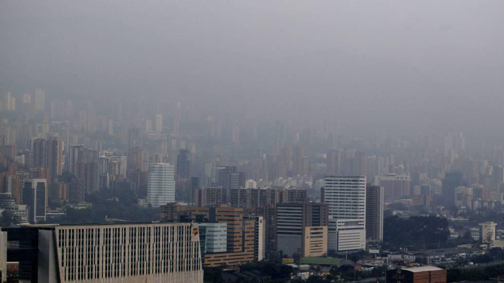 Alerta vermelho em Medellín, como em muitas outras cidades, pelos altos níveis de poluição.