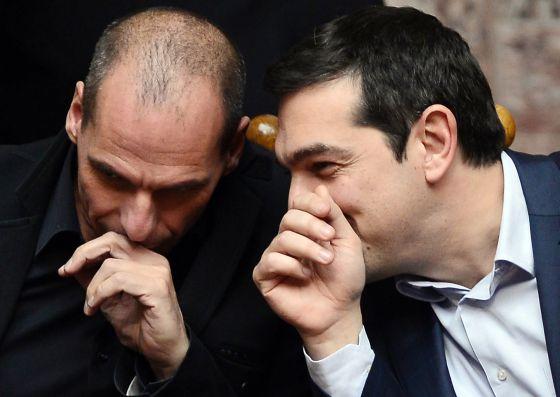 O ministro de Finanças da Grécia, Yanis Varoufakis, e o primeiro-ministro do país, Alexis Tsipras, na quarta-feira, no Parlamento grego.