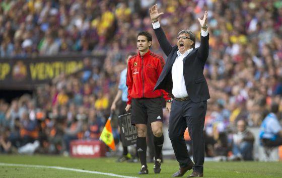 Martino faz uma reclamação durante a partida.