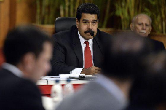 Maduro ouve Capriles na primeira reunião.